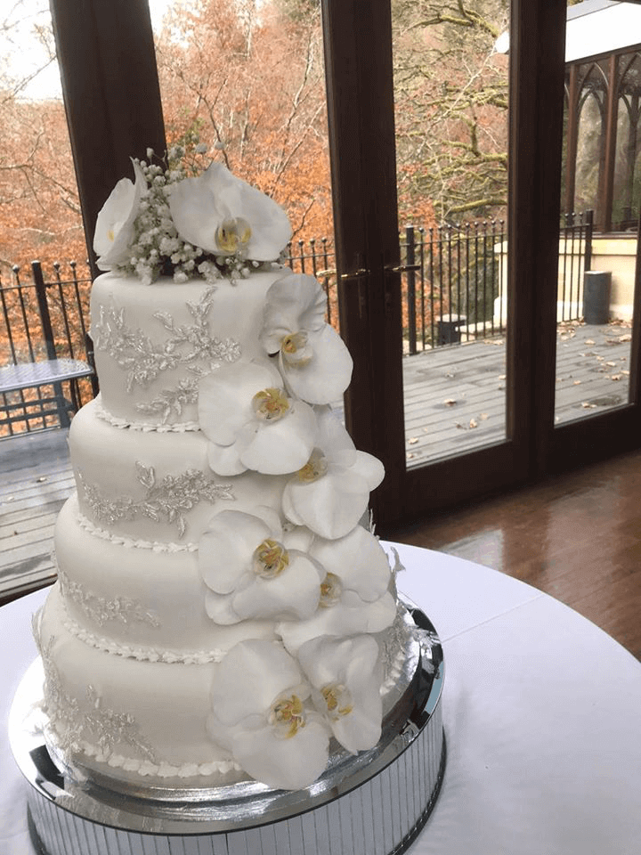 white lily cake flowers